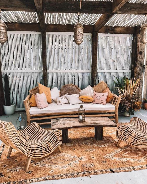 boho-tropical-patio-with-wooden-bench