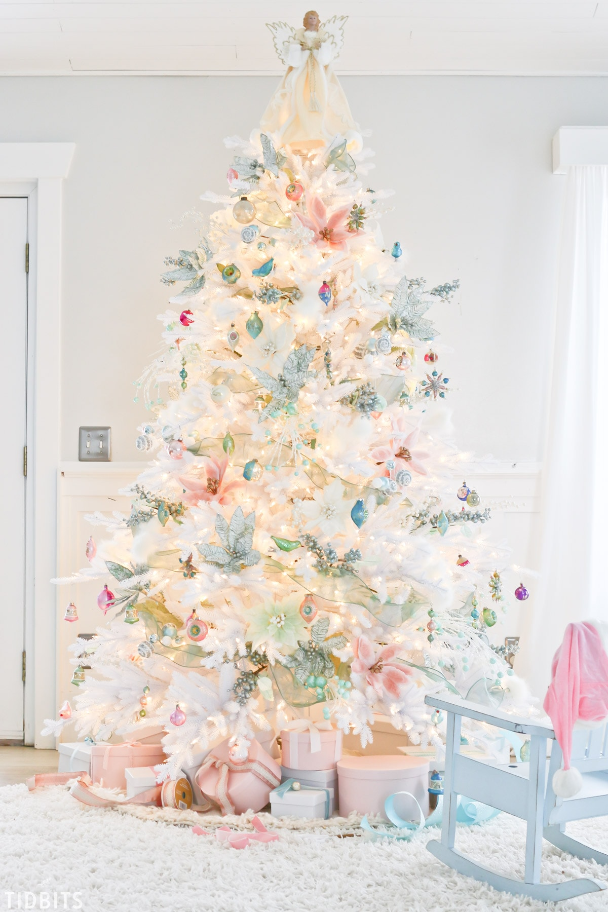 A-Colorful-Christmas-Home-Tour-TIDBITS-8